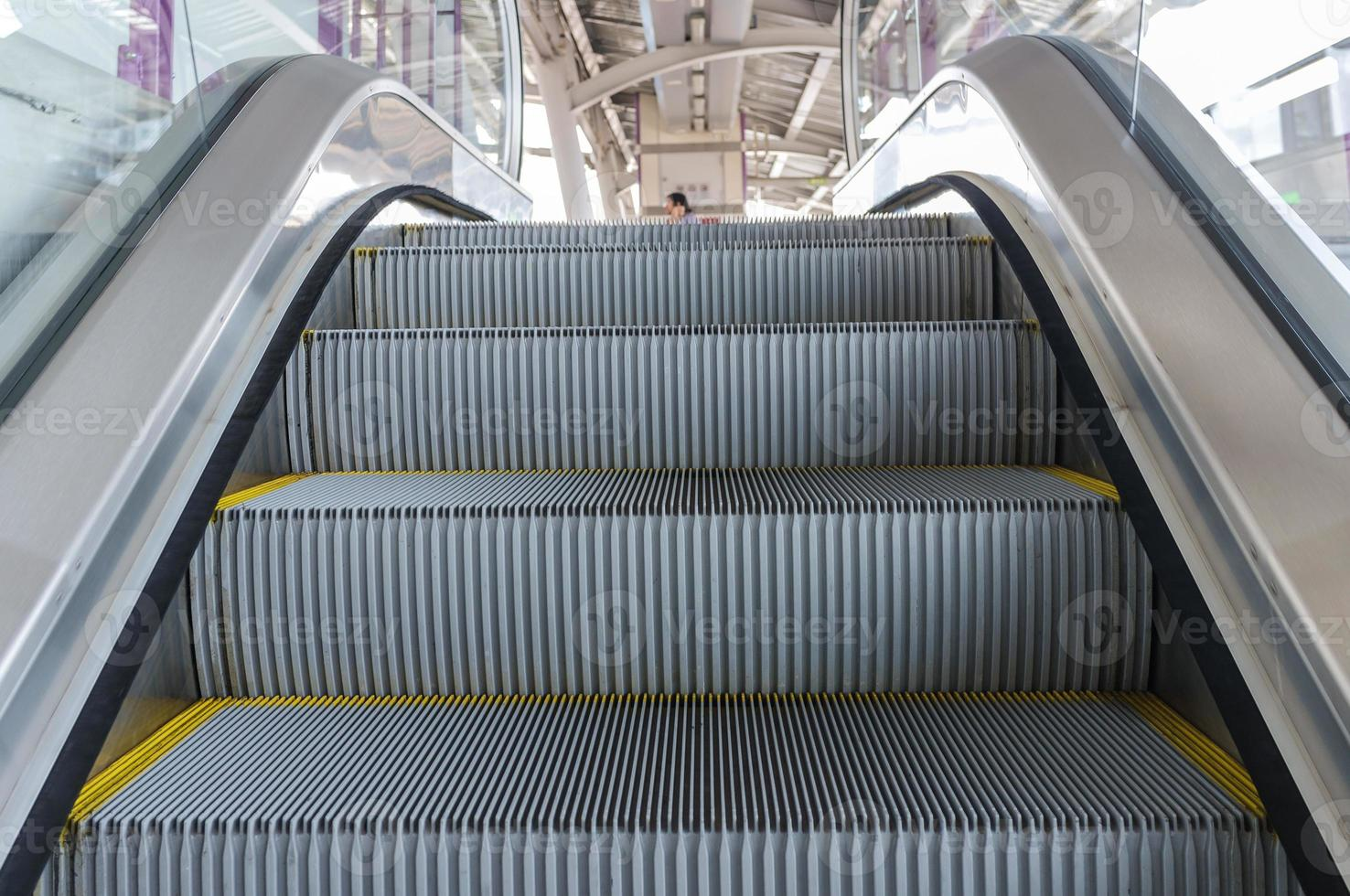 monter dans l'escalator photo