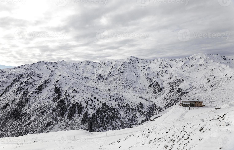 wolkige alpen photo