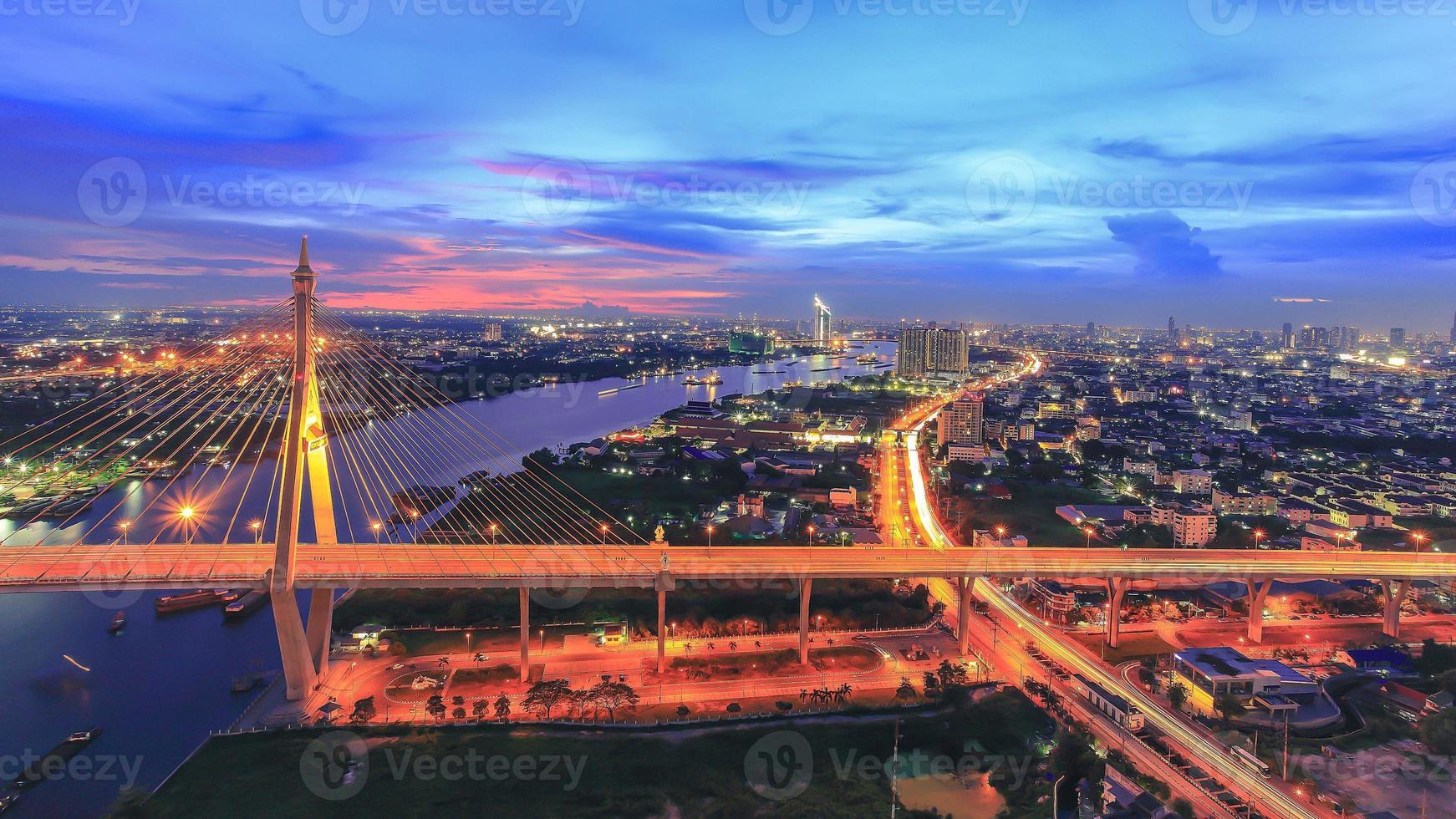 Bangkok et la veilleuse de la rivière choapraya photo
