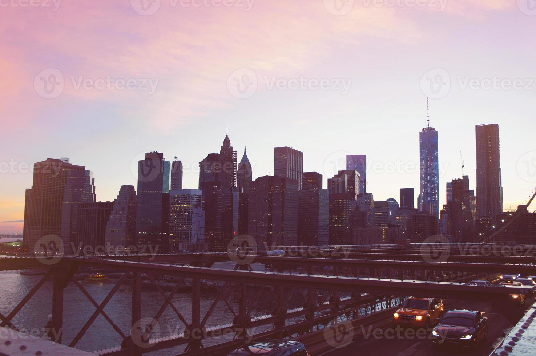 Panorama de Manhattan sur le coucher du soleil d'été dans la ville de New York photo