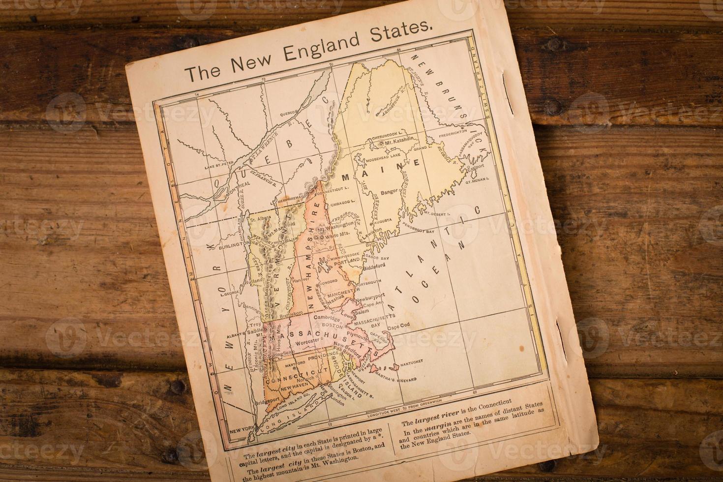 1867, carte couleur des États de la Nouvelle-Angleterre, sur fond de bois photo