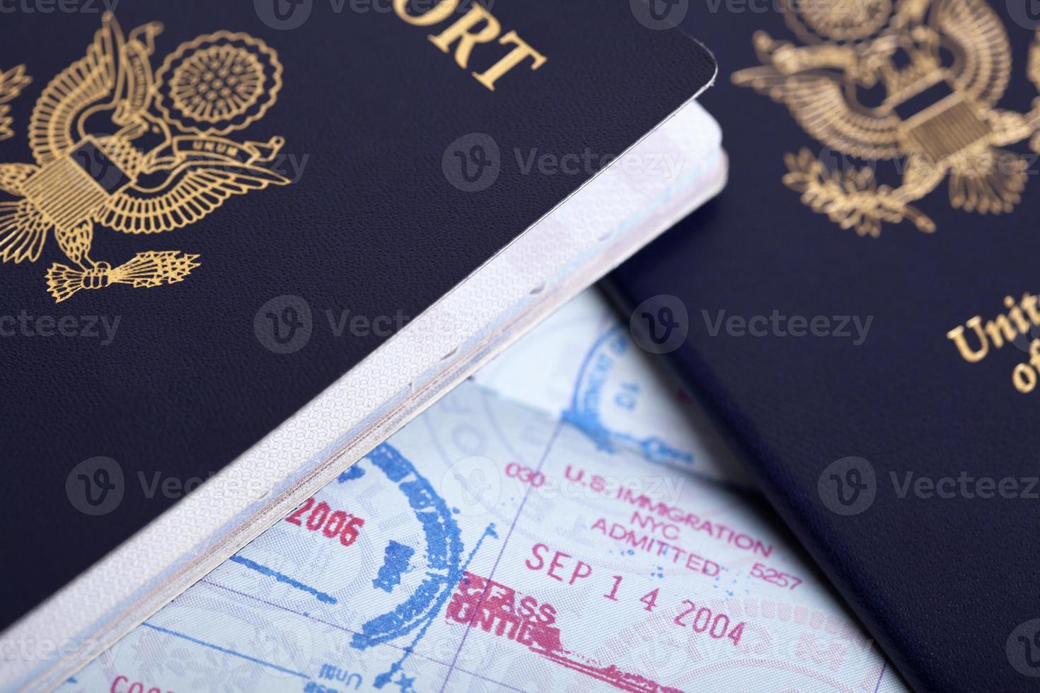 Passeports américains et fond de timbres d'immigration photo