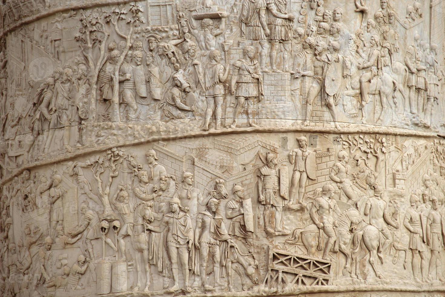 Gros plan de la colonne de Trajan, Rome, Italie photo