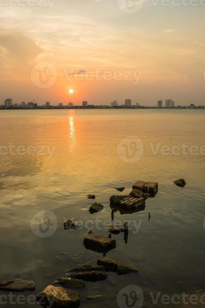 coucher de soleil à ha noi photo