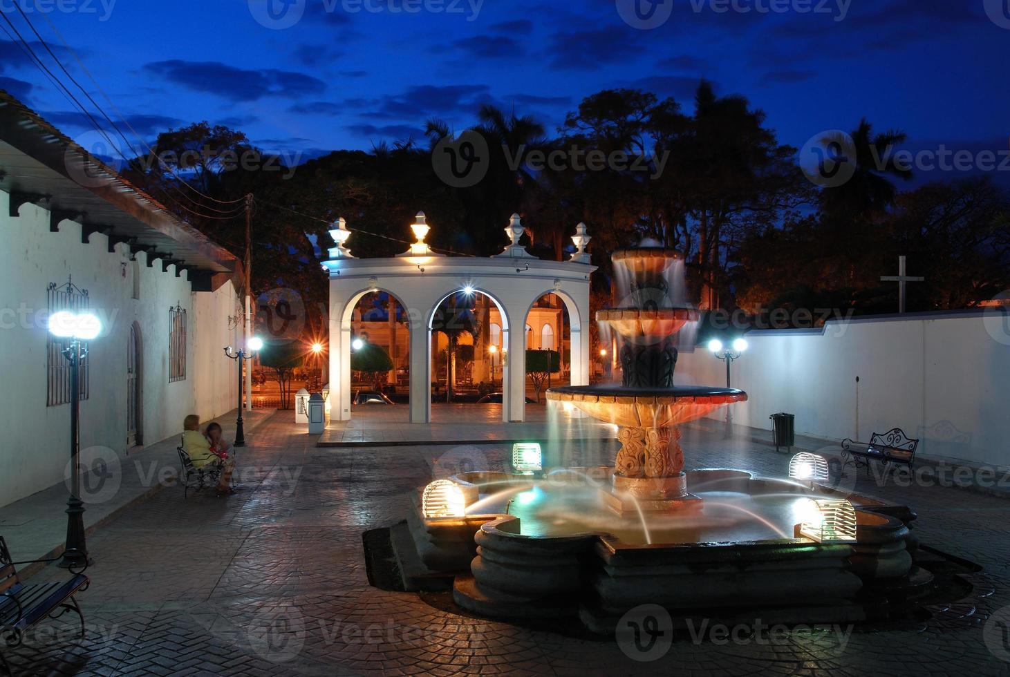 ville latine au coucher du soleil photo