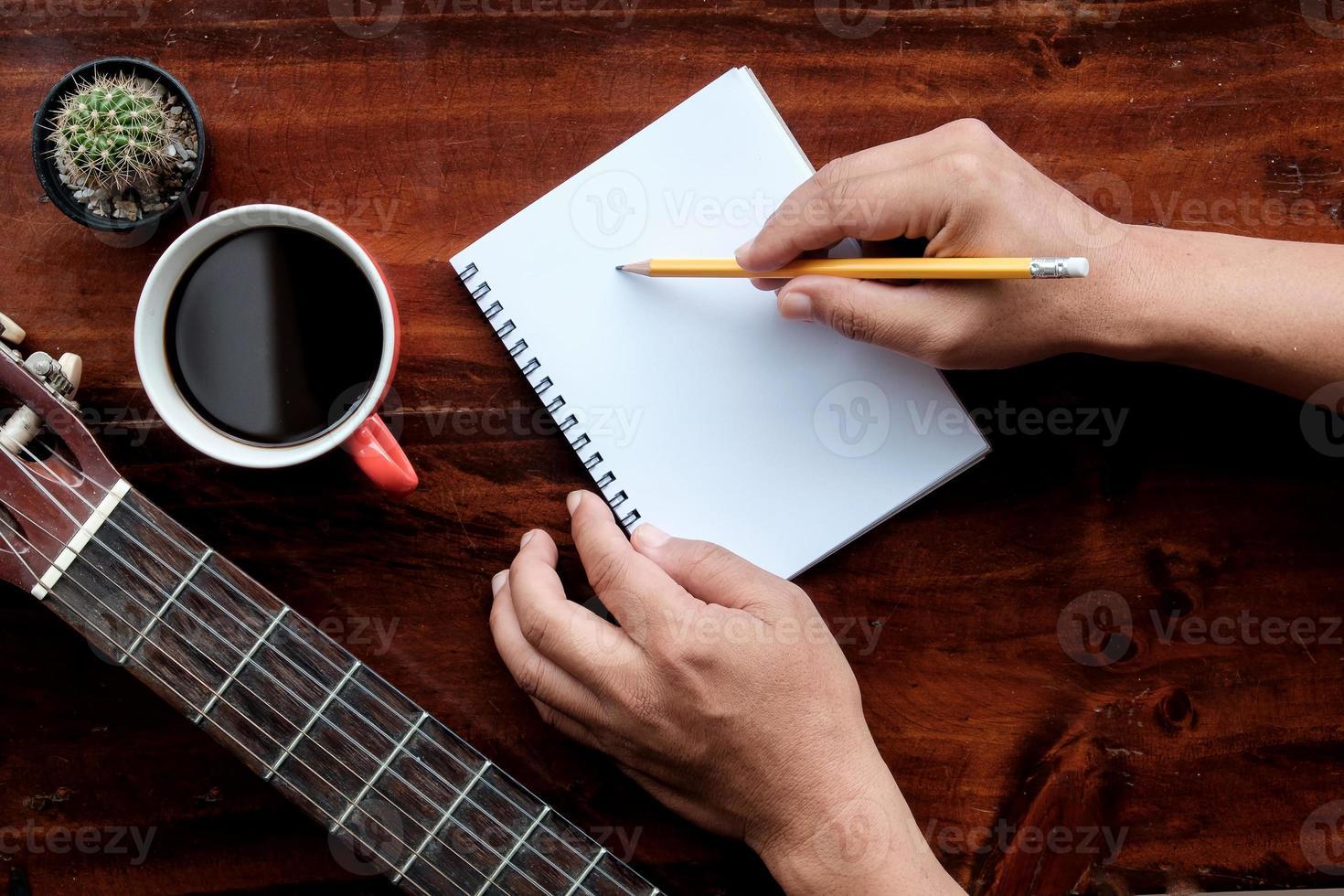 crayon à main pour concept d'inspiration créative. photo