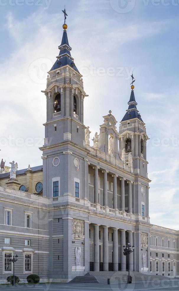 cathédrale almudena, madrid photo