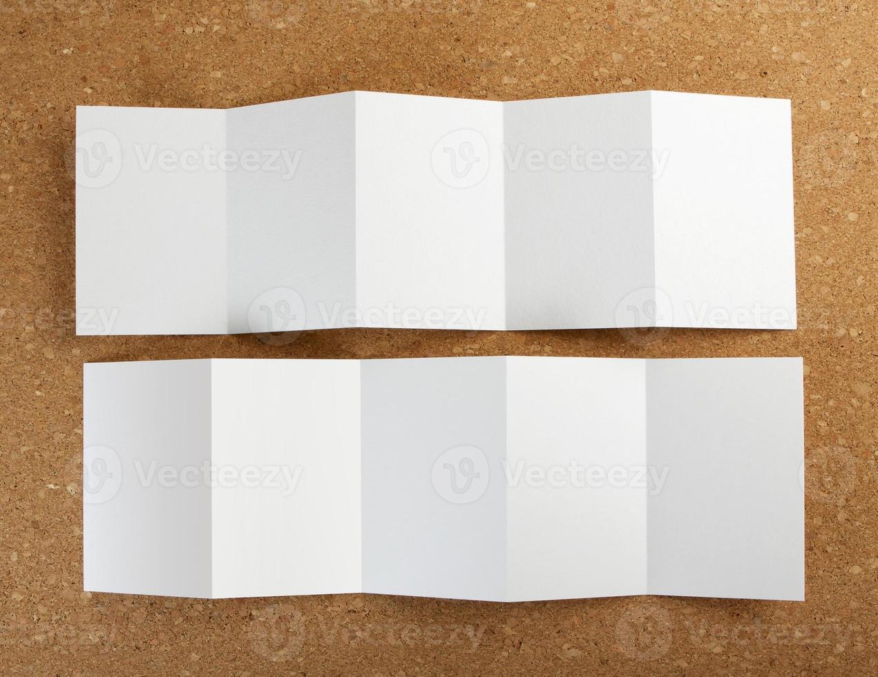 dépliant papier pliant blanc vierge photo