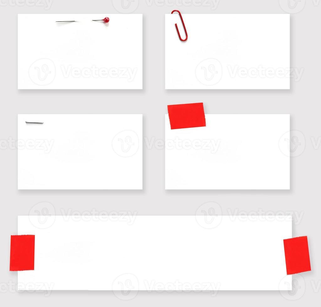 étiquettes blanches vierges avec chemin d'accès photo