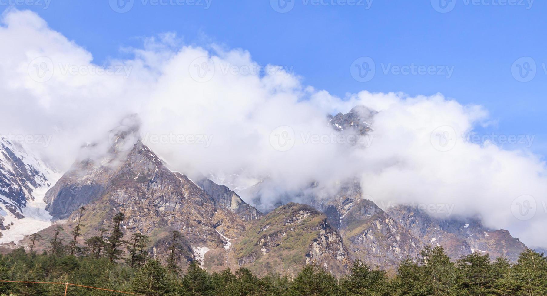 vue sur la chaîne himalaya, inde photo