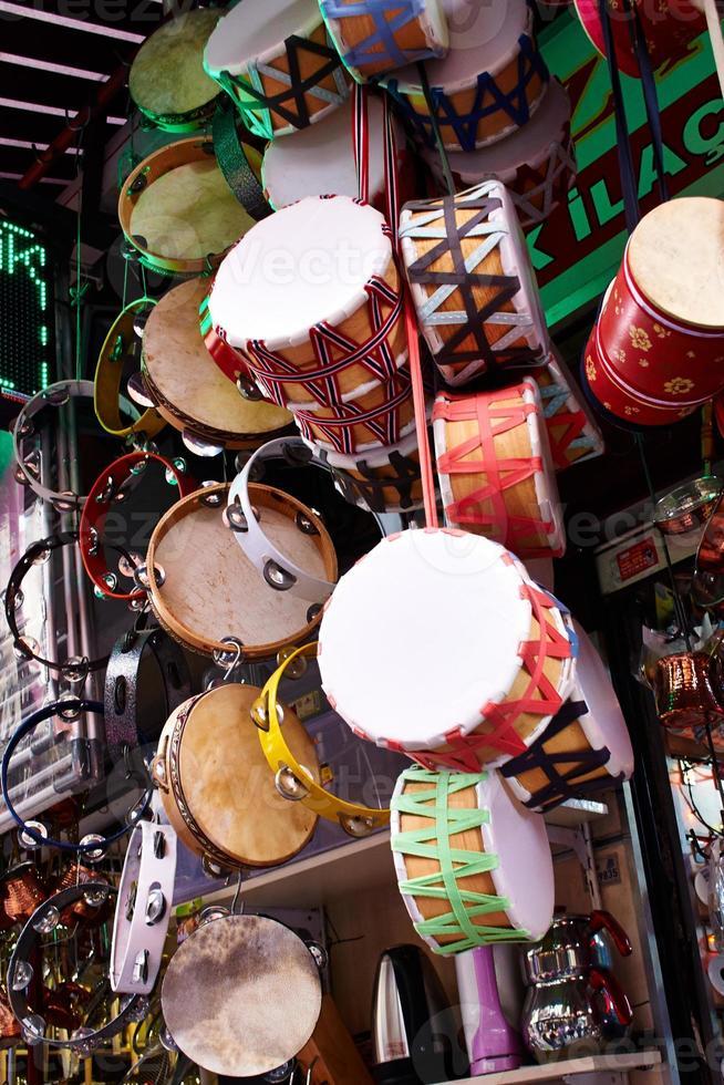 tambours en bois colorés photo