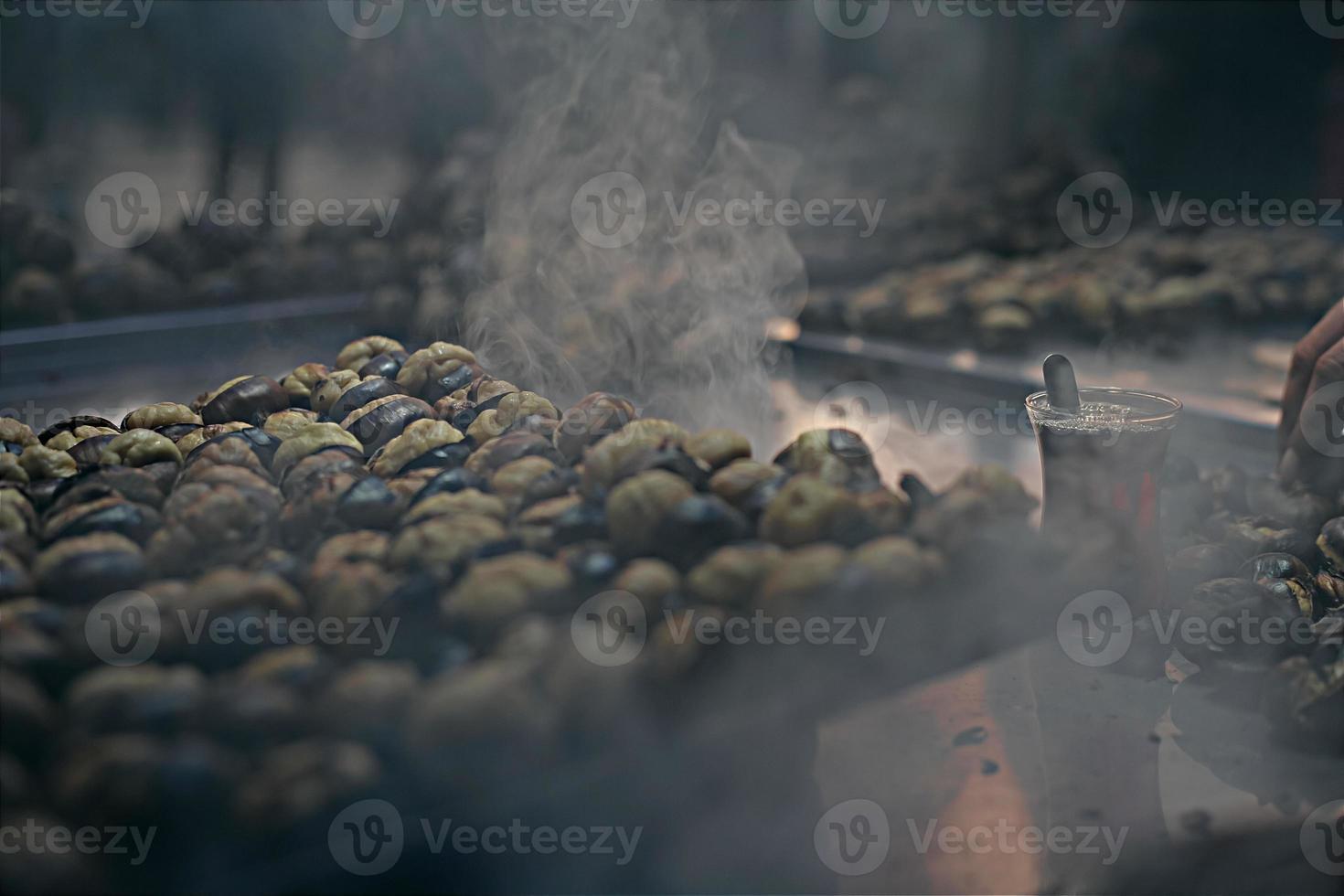 la cuisson des châtaignes photo