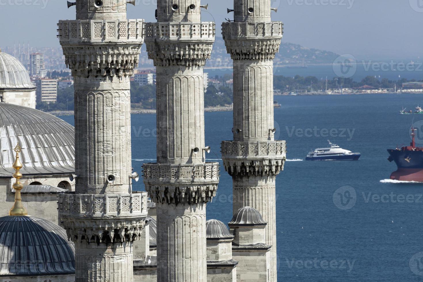 minarets de la mosquée bleue (mosquée sultanahmet) photo