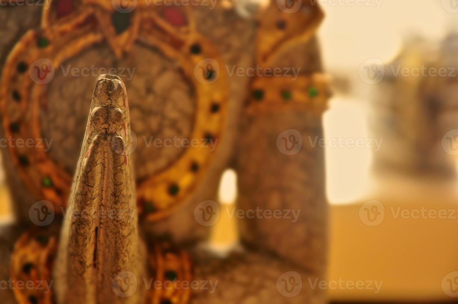 gros plan de main de Bouddha photo