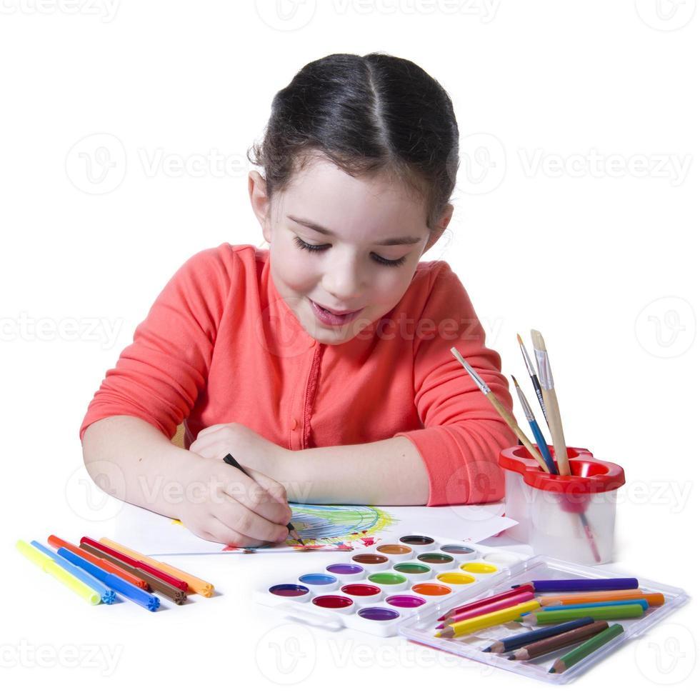 dessin d'enfant à l'aide de divers outils de peinture photo