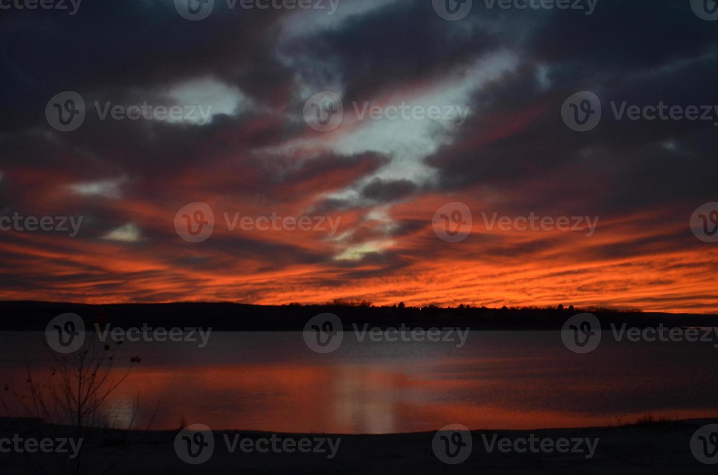 coucher de soleil ardent photo