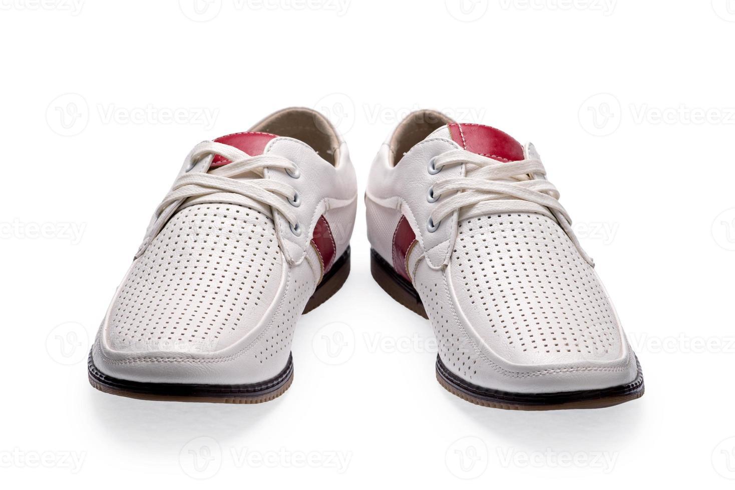 chaussures en cuir élégantes blanches d'été pour hommes photo