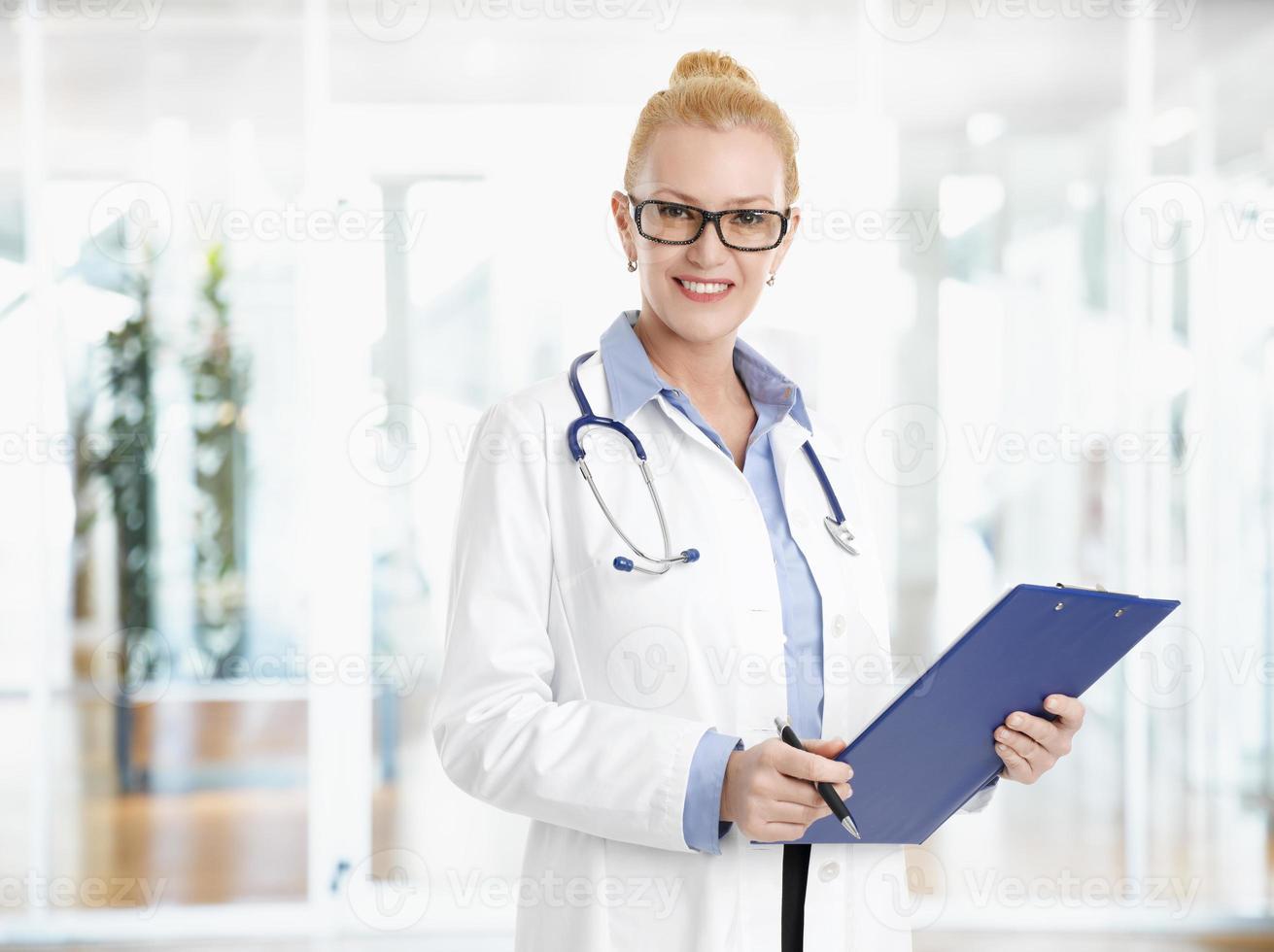 portrait de femme médecin photo