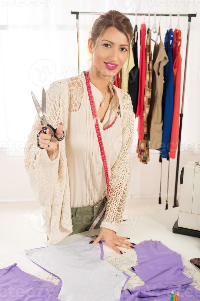 matériel de coupe femme tailleur photo