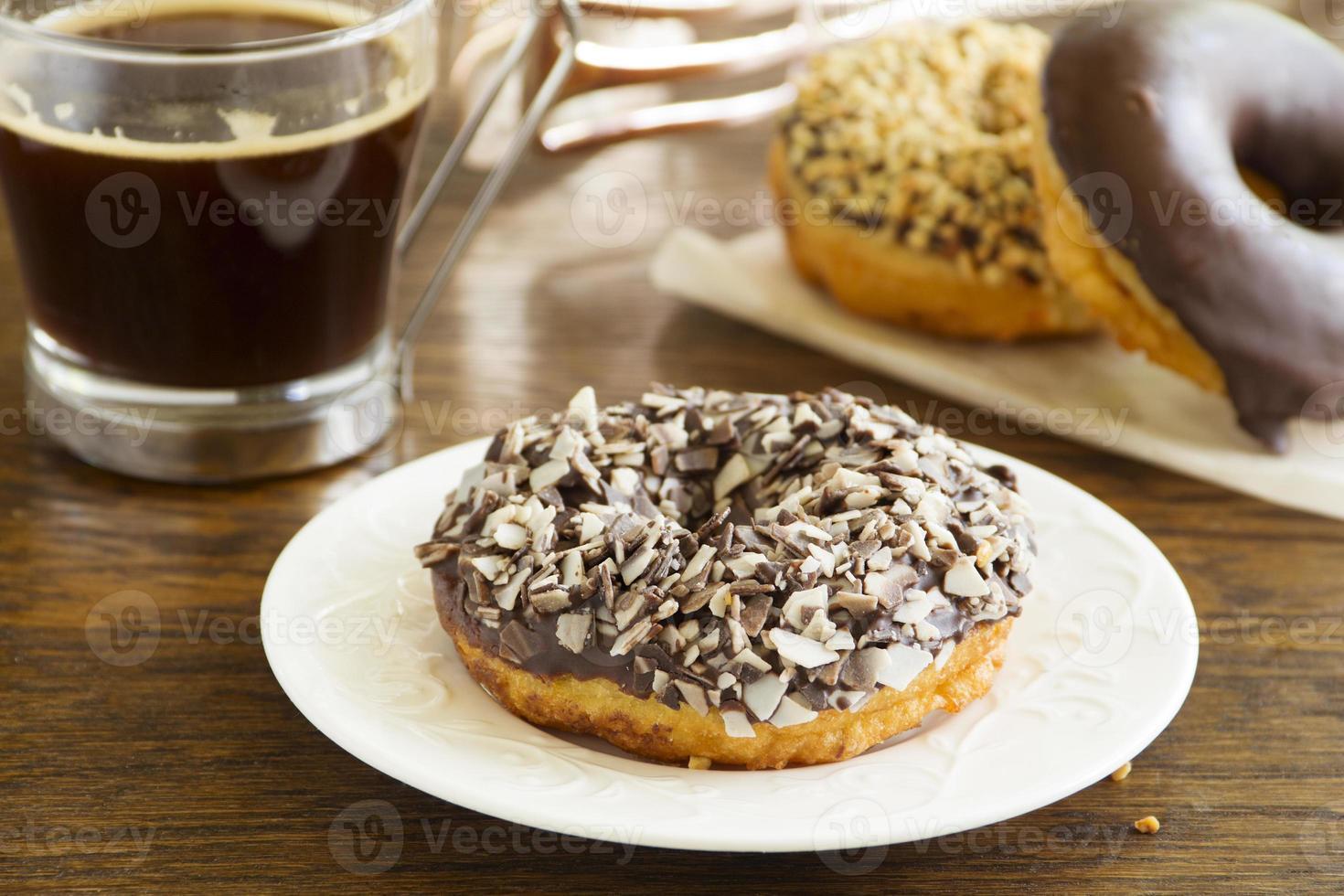 beignets glacés au chocolat. photo