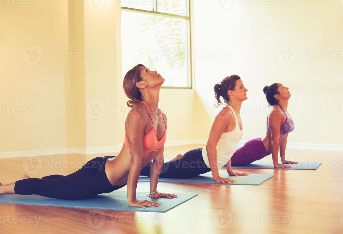gens, pratiquer, cobra, pose, yoga, classe photo