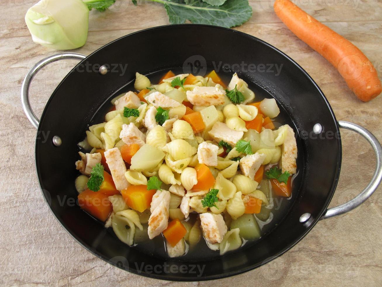 pot de pâtes aux légumes photo