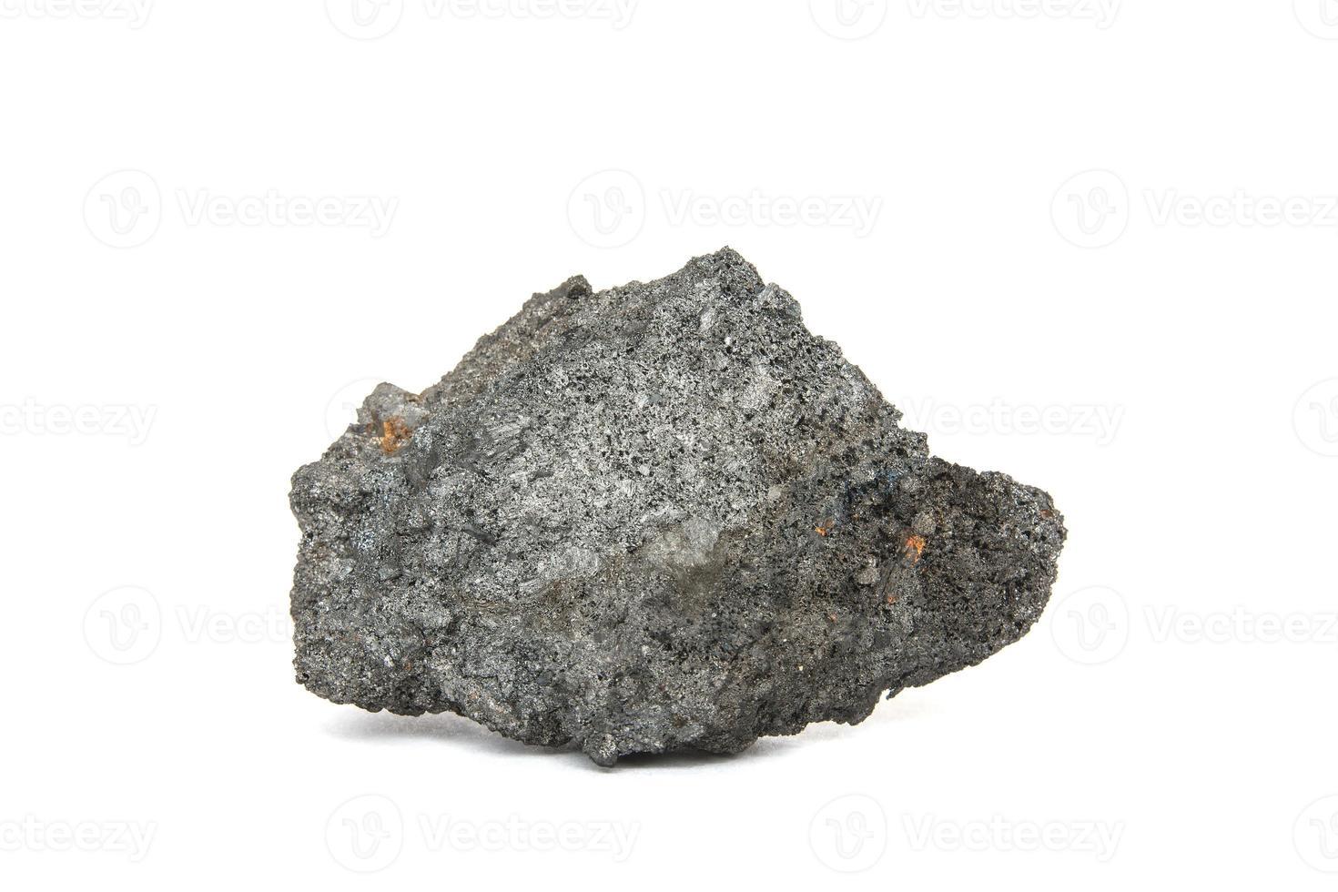 charbon de coke sur fond blanc photo
