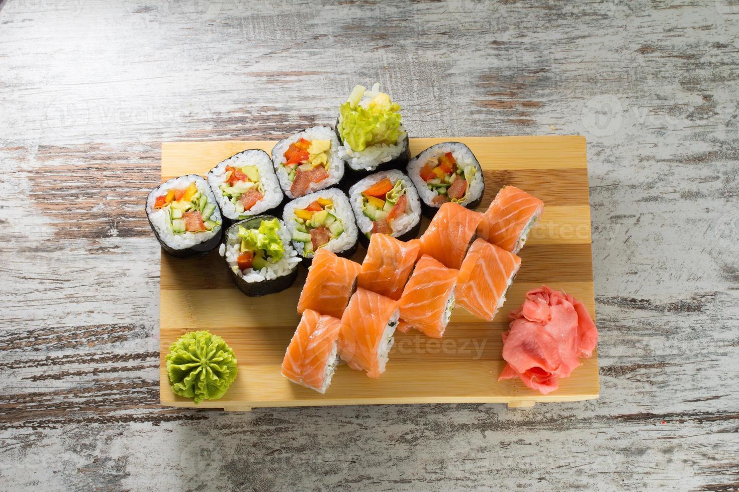 rouleau de sushi photo