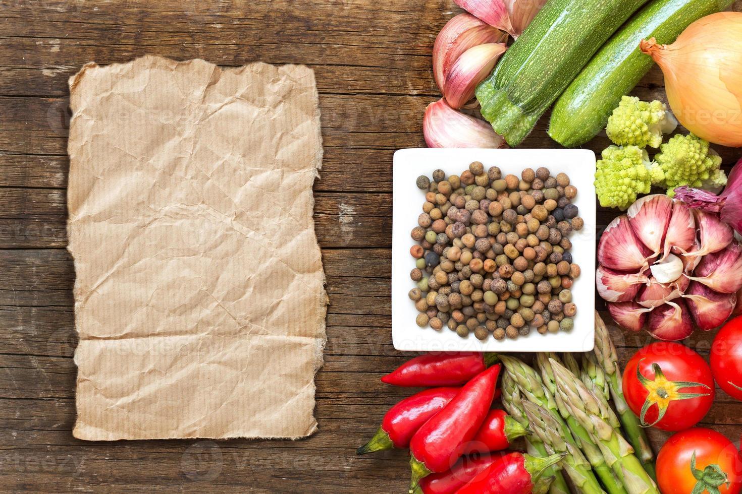haricots et légumes roveja biologiques crus photo