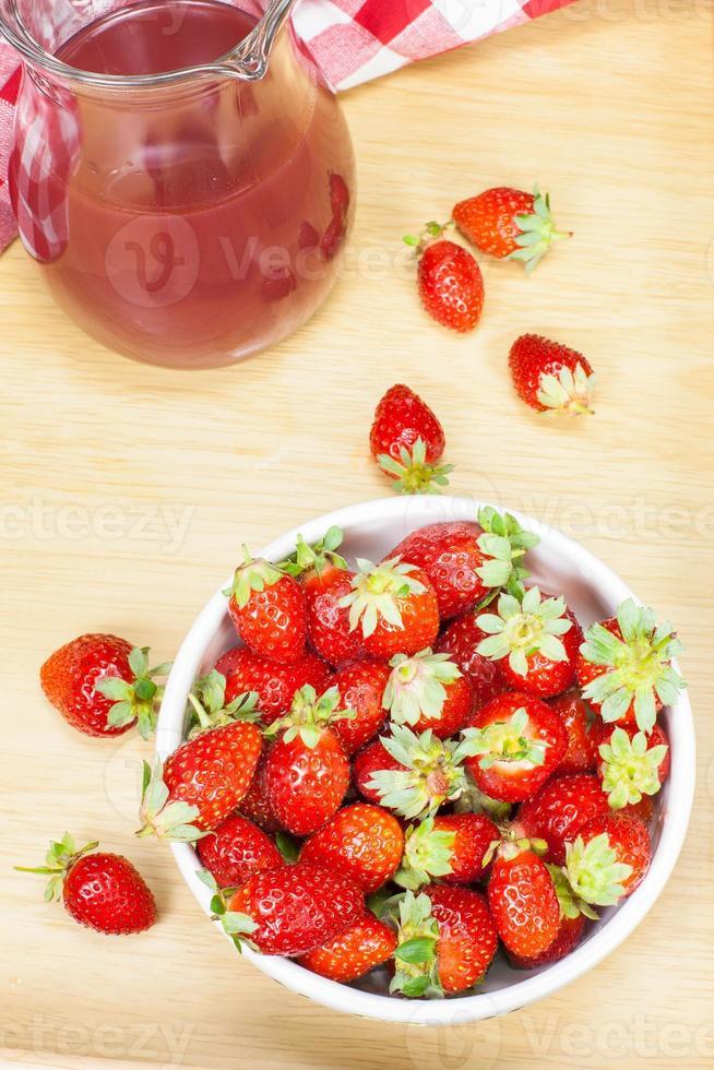 jus de fraise et fraises photo