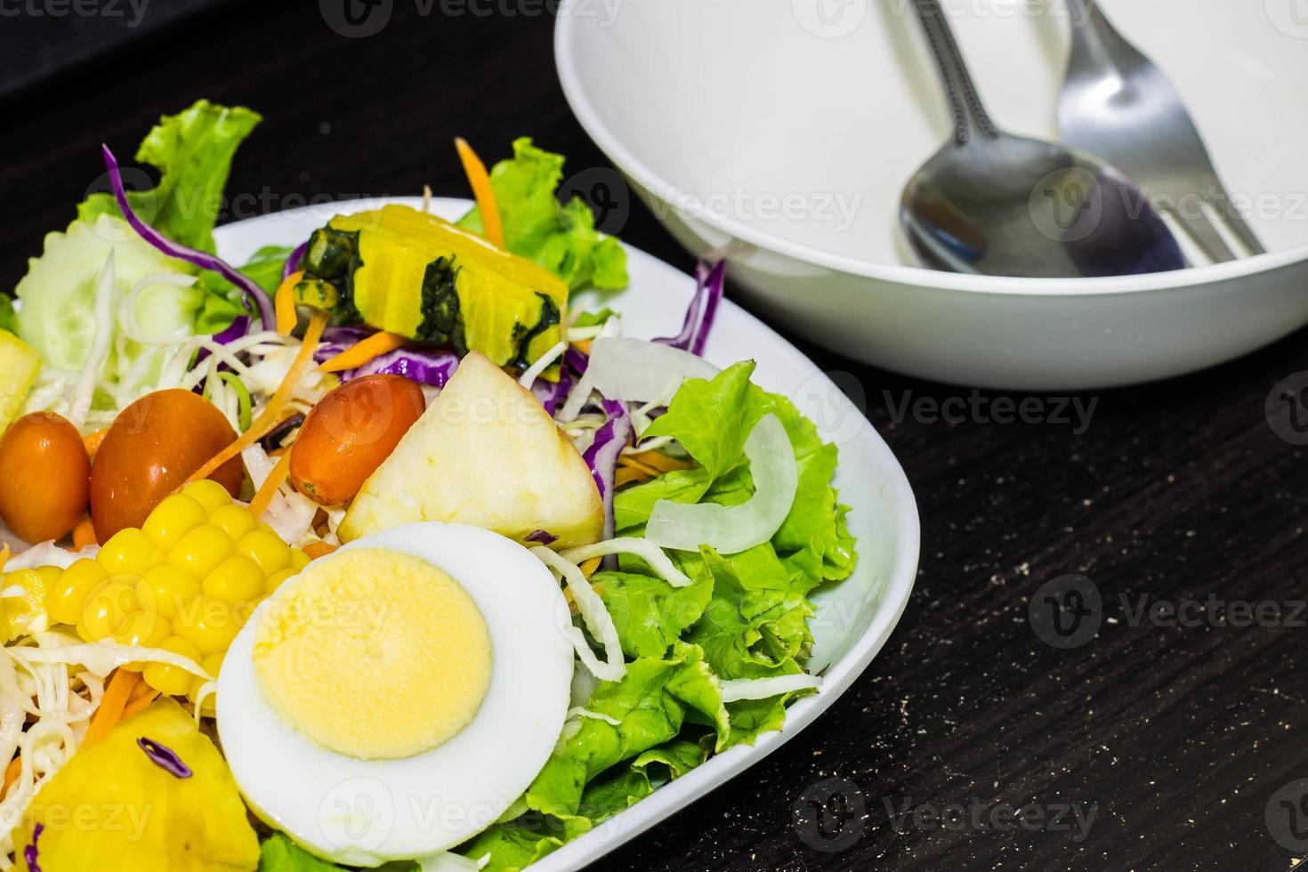 salade de légumes et fruits photo