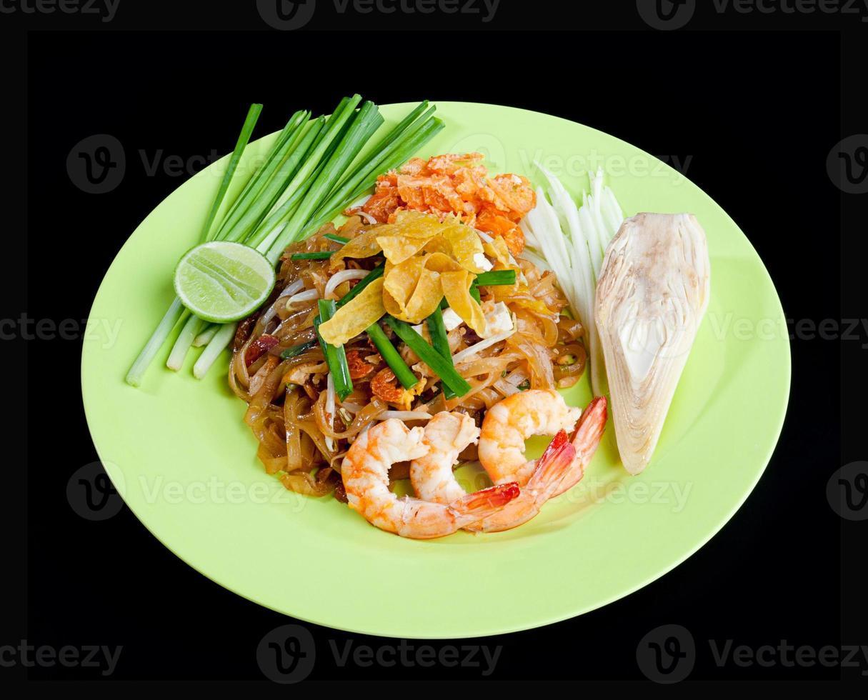 nouilles sautées aux crevettes amed pad thai photo