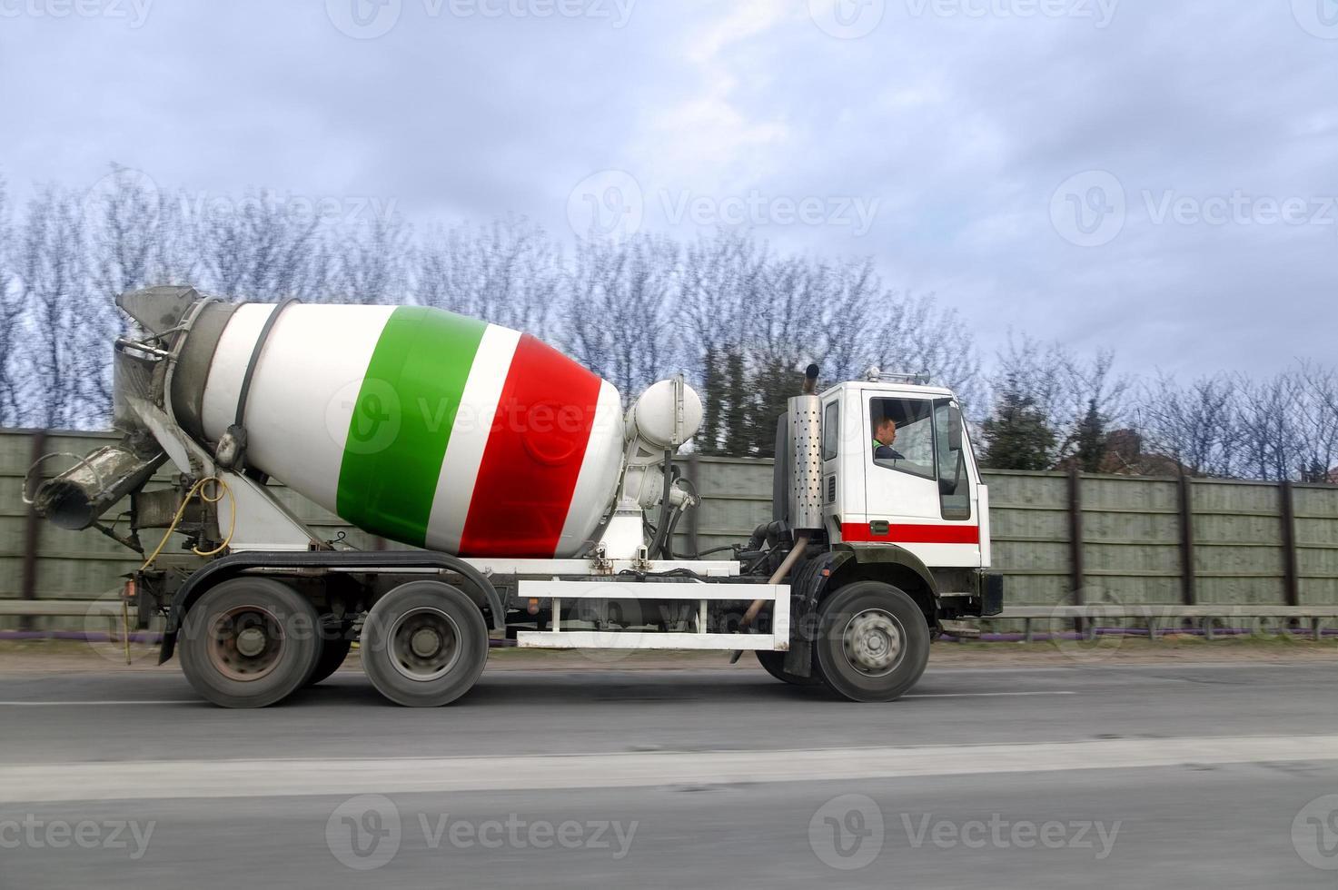 camion de ciment photo