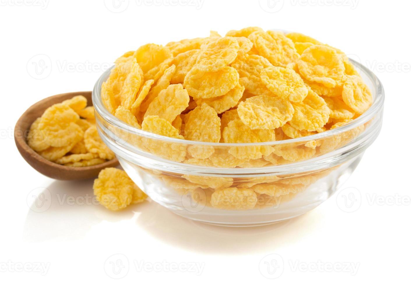 flocons de maïs dans un bol sur blanc photo
