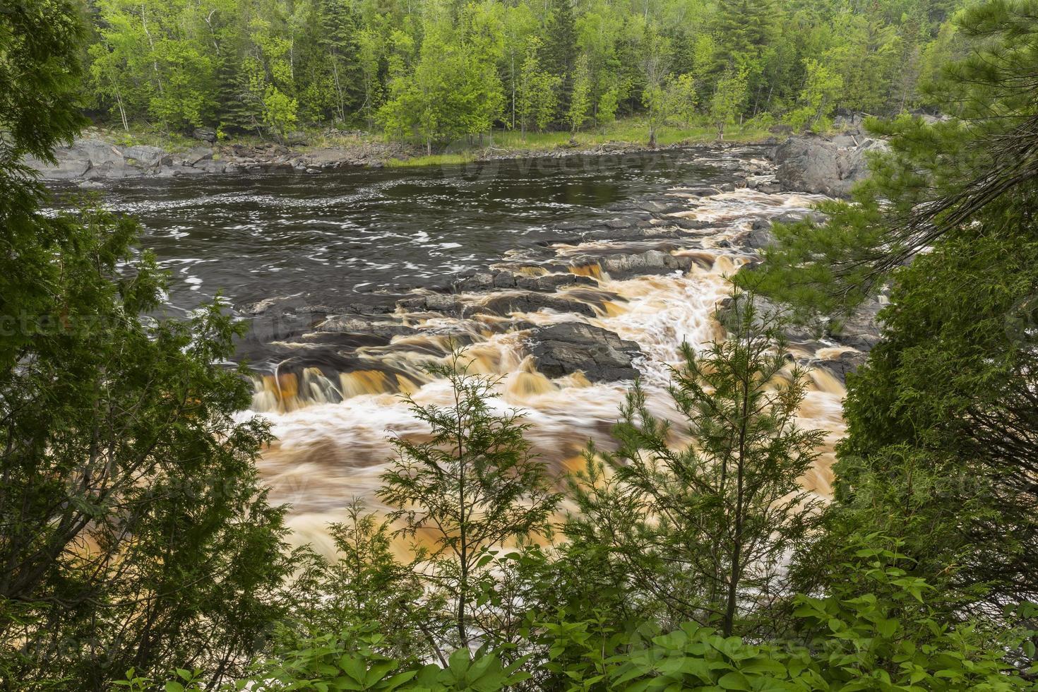 st. scénique de la rivière louis photo