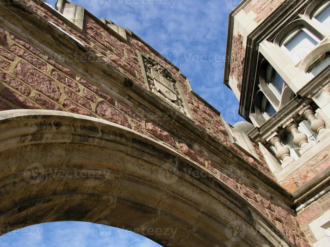arcade en brique et pierre photo