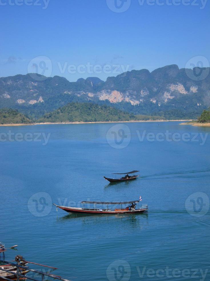 bateaux dans le lac photo