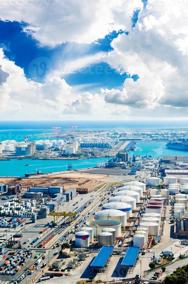 vue aérienne du port de barcelone, en espagne photo