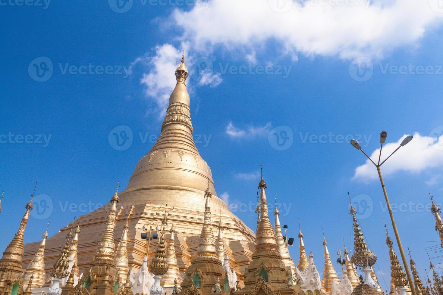Pagode Shwedagon à Yangon, Birmanie (Myanmar) photo