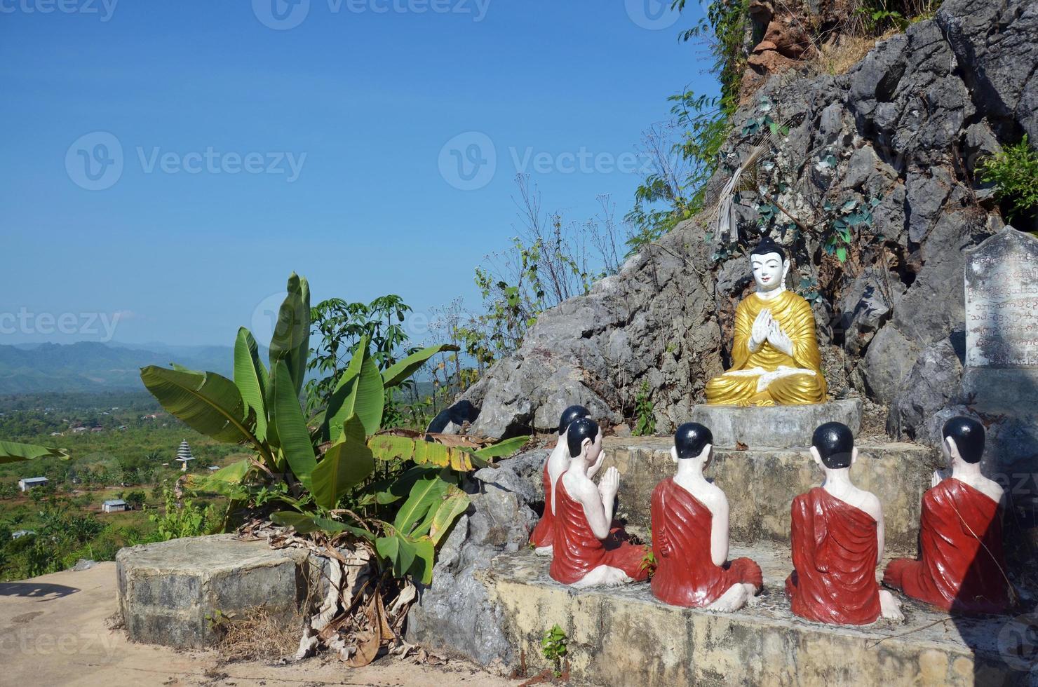 statue image de Bouddha au monastère de tai ta ya photo
