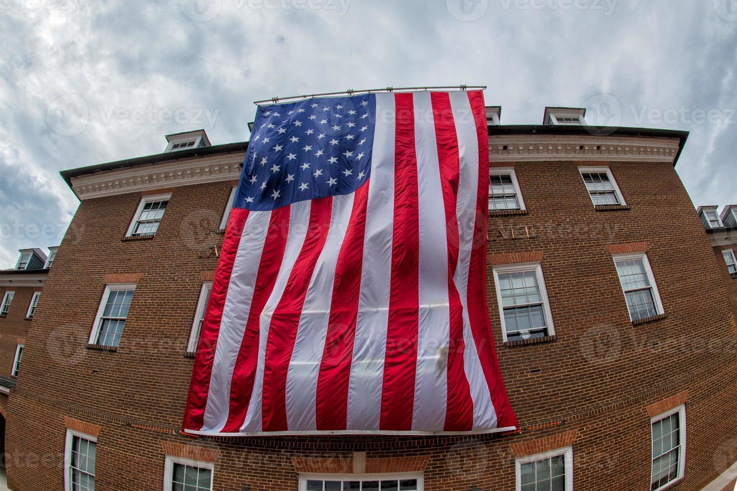 Drapeau de l'Amérique géante dans l'hôtel de ville d'Alexandrie photo
