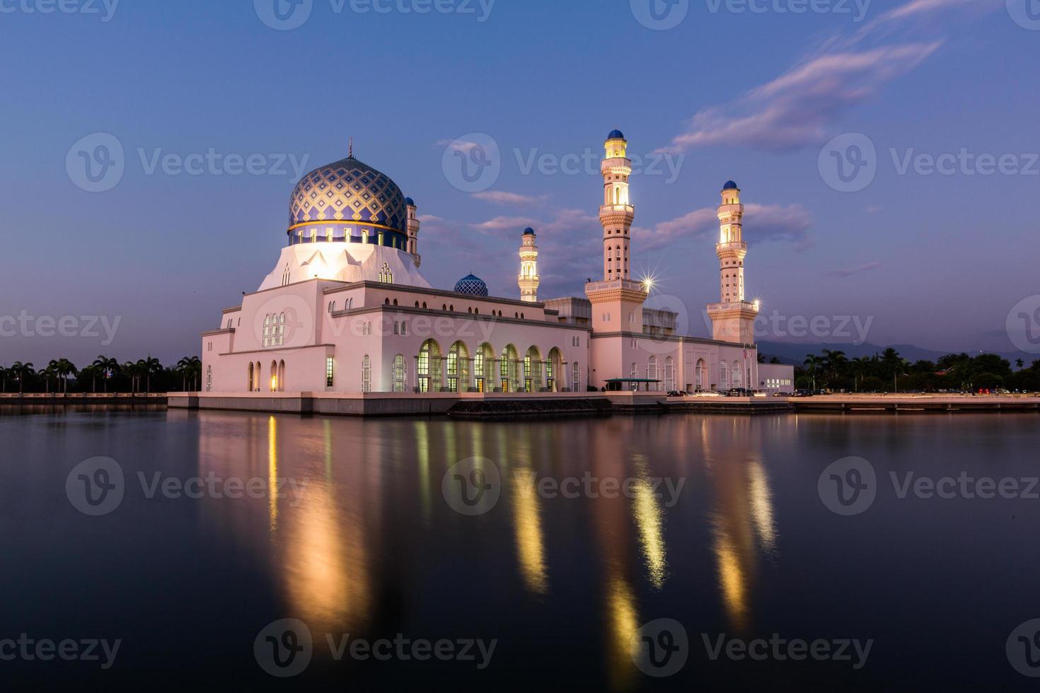mosquée flottante de la ville de kota kinabalu, sabah borneo malaisie est photo