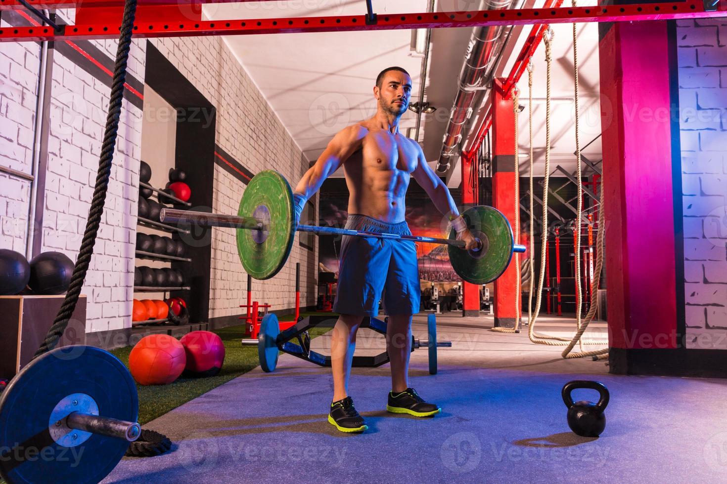haltères haltérophilie homme séance d'entraînement exercice gym photo