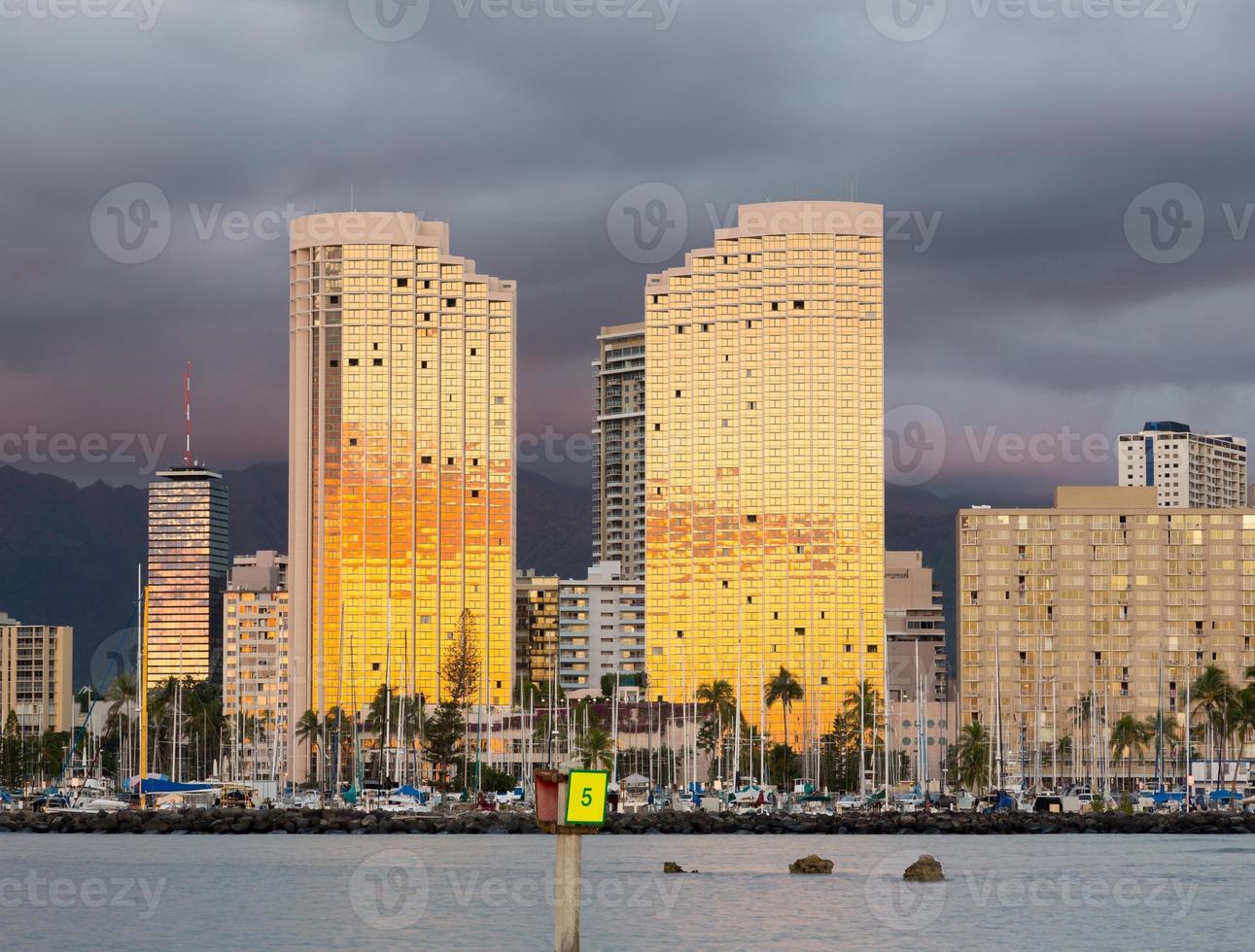 panorama de waikiki honolulu hawaii photo