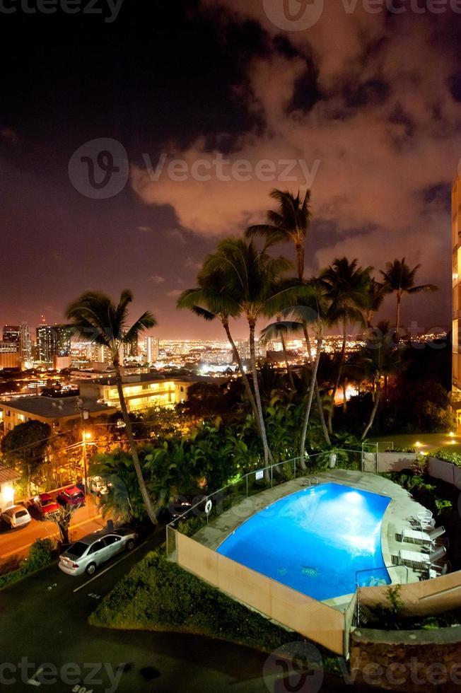 Honolulu, hawaii skyline dans la nuit. photo