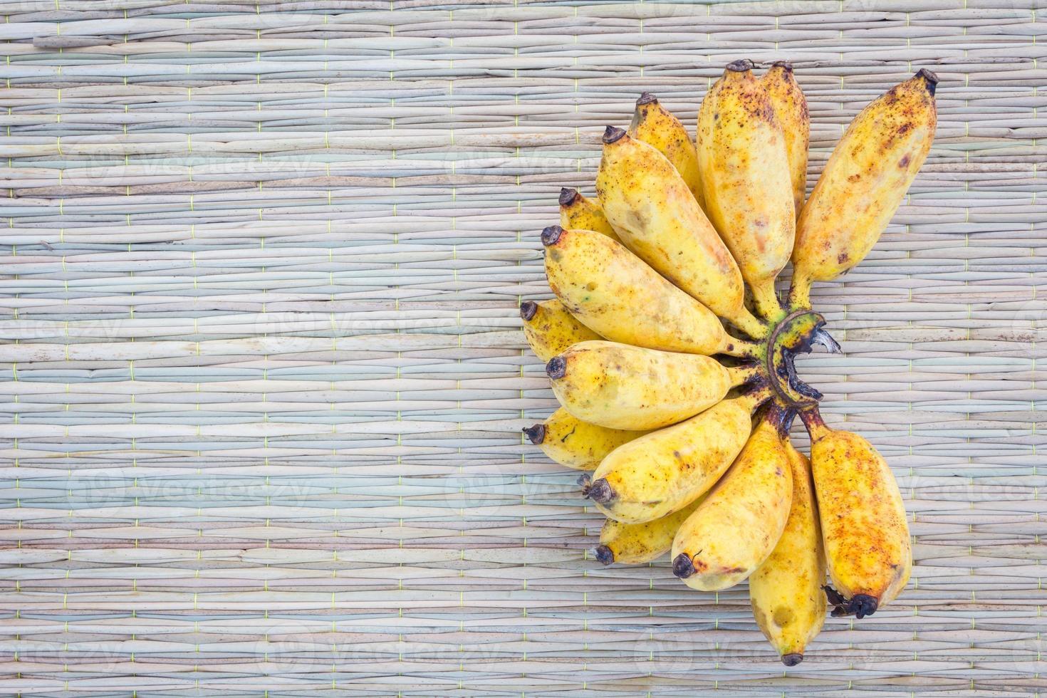 banane sur tapis photo