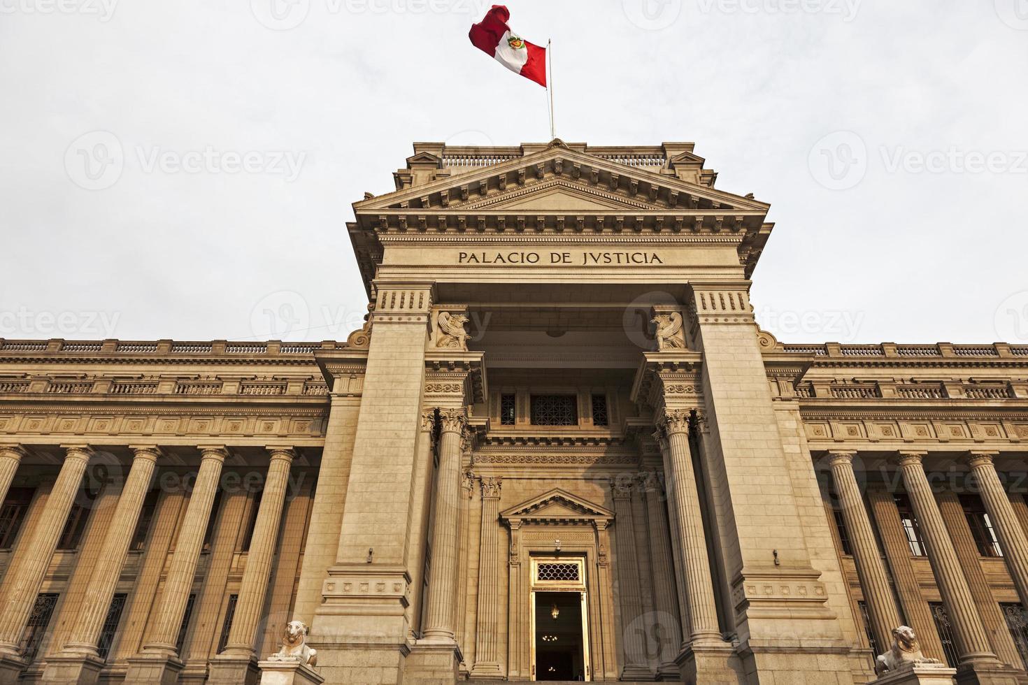 palacio de justicia au centre-ville de lima photo