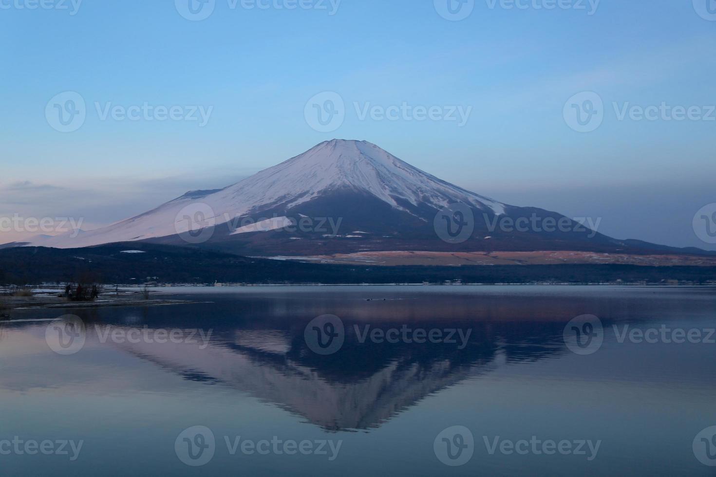 mt. Fuji à l'aube des vacances d'hiver photo