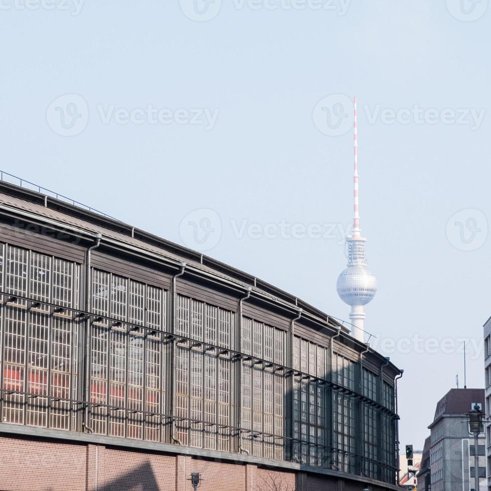 friedrichstrasse avec fernsehturm à berlin photo