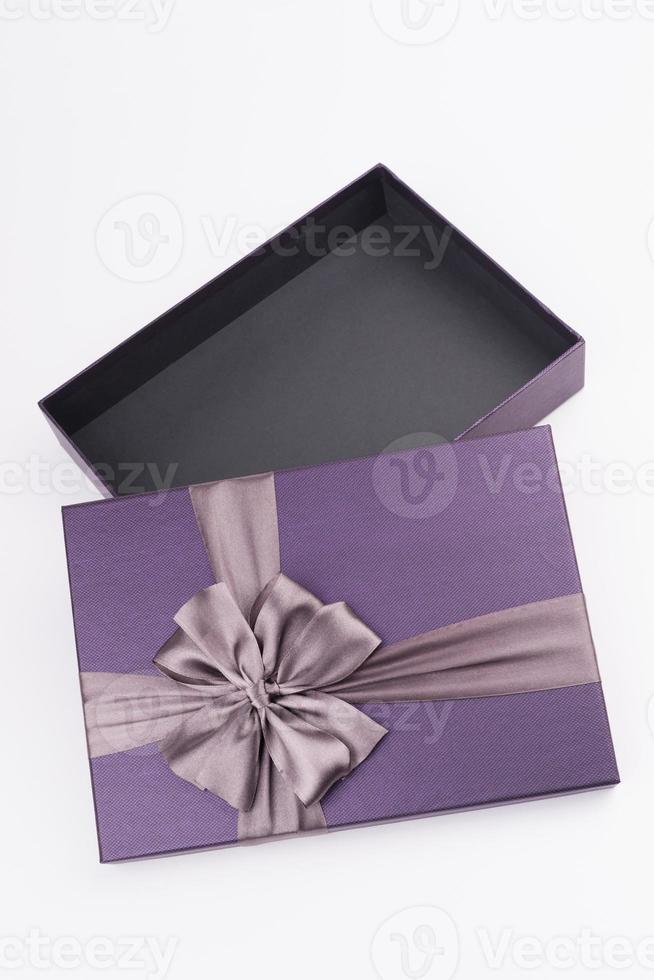 coffret cadeau avec joli ruban photo